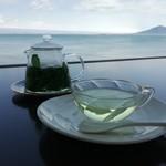 ウエストコースト - 注ぐと綺麗なグリーンのお茶