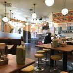 神戸ラーメン 第一旭 - 何年か前に、数軒となりから移転されたお店なので、店内は広く、綺麗にされています(2018.5.20)
