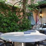 カフェ ラ・ボエム - 休日の午後のテラス