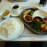 レストランカフェ・地球こうさてん - ワールドプレートランチ 850円