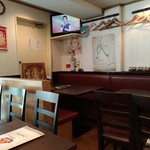 エスニックレストラン ハヌマン - 左側のテーブル席