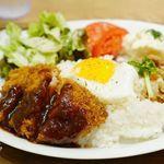 ウナウ カフェ アンド キッチン - 元気豚カツレツ&ガパオライスプレート 820円