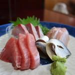 魚料理 ホノルル食堂 - メバチマグロ、小肌、イナダ、イサキの盛合せ