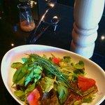 Dining&Bar Luxeee - フレッシュハーブのシンプルサラダ780円
