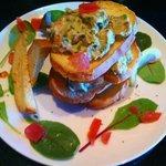 Dining&Bar Luxeee - 海老とアボカドのタルタルミルフィーユ780円