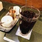 珈琲苑 - アイスコーヒー ホイップクリーム、ミルク、ガムシロップ付き