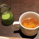 86183608 - ランチセットのスープとグリーンスムージー