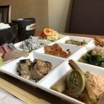 旬鮮炭家 幸 - 肉に魚に野菜など多彩なおかず