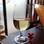 和食バル ふるぼ - 白グラスワイン ¥500