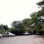 ホンキートンク - 車約30台収容可能な無料駐車場。二輪車、自転車もご利用いただけます。