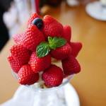 むらはた - 苺パフェ