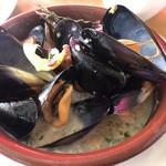 ピッツァ ケベロス - ムール貝の白ワイン蒸し 1,200円
