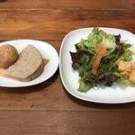 クッチーナ ディ サルティーニ - サラダと自家製パン付き