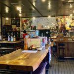 日本酒うなぎだに - 店内風景。混んでいたら、また別の雰囲気になっていたんだろう。