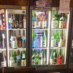 日本酒うなぎだに - 冷蔵ケースは立派なものだ。