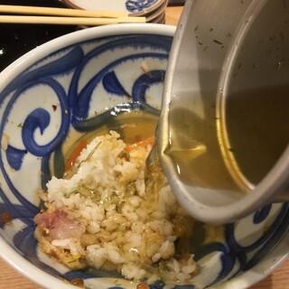 魚屋スタンドふじ - ふじ丼の出汁茶漬け
