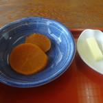 三日月庵 - 「浅蜊うどん」バター・「うどんセット」漬物
