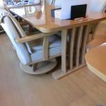 浜の味栄丸 - テーブル席