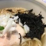 柳麺 呉田 - 岩海苔、刻みタマネギ
