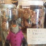 カイラスレストラン - いちじくと黒糖のクッキーとお人形さん