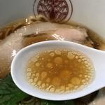 86202625 - らぁ麺とうひち 鶏醤油らぁ麺 スープ