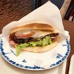 三本珈琲店 - 茄子とモッツァレラチーズのサンドウィッチ