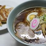 揚子菜館 - 料理写真:ラーメンと餃子