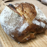 ウルス - 石臼挽き小麦のパン 小麦の香りとむっちり感。ずっしり満足。おいしいです。