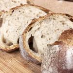 ウルス - 石臼挽き小麦のパン