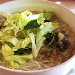 NIJI - 豚肉団子のフォー単品700円 ハーブ、お野菜は別盛りでたっぷり。麺のボリューム大。スープの底に干しエビやレモングラス。香りとコクがあっておいしい