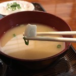 お食事の店萬福 - 味噌汁の具材は 小さな豆腐