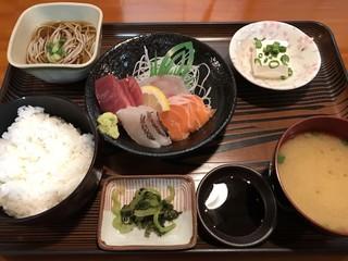 お食事の店萬福 - 刺身定食 梅=1100円 税別 ※刺身のお代わり2回まで可