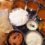 南インド料理 ドーサベル - ターリー+ドーサ ¥1,200 チキンティッカをワダに