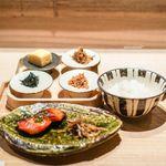 恵比寿 米ル - 土鍋ごはん、サーモンの木の芽焼き