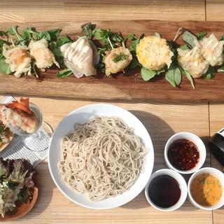 週末・祝日限定!創作天ぷらと十割蕎麦が楽しめるランチコース!