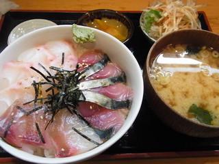 秋葉原旨い魚と焼酎.地酒 美味研鑽 TETSU - 関さば、黒鯛、石鯛 刺身丼