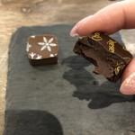 ショコラティエ マサール - 《ショコラ マサール》の断面