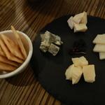 Cafe&Beer チラウト - チーズの盛り合わせ