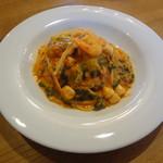 イル・ガッティーノ - 小エビと小柱とほうれんそうのトマトクリーム