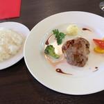 bistro 那古野 - スペシャルランチ 2,030円 サラダ、スープ、ライス、ヒレステーキ