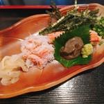 赤坂 三河家 - 蟹の身はしっとりとしていてとても美味。添えられた蟹味噌も嬉しい。