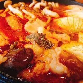 【もつすき鍋】福岡発!東京で食べられるのは「かてて」だけ!