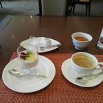 86226119 - デザートとコーヒー