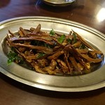 86226486 - ベトナム産干し筍と鶏軟骨炒め カレーリーフの香りを添えて