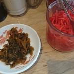 豚骨ラーメン銀水 - ピリ辛高菜&紅しょうが♪