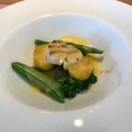 86229821 - 北海道産帆立貝柱の軽いグリル、春野菜のオランデーヌソース添え。