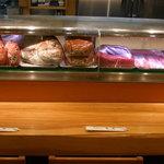 串あげ太郎 - ネタケースには旬な魚が待っています