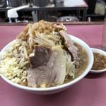 ラーメン荘 おもしろい方へ - 豚ラーメン(ヤサイマシマシ、ニンニクアブラカラメマシ)♪