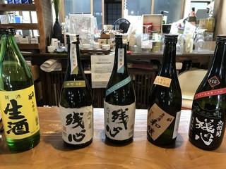 林田酒店 - これは試飲。九州菊のラインナップ