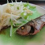 漁港食堂 だいぼ - いさき煮&新玉ねぎ(セルフサービス)